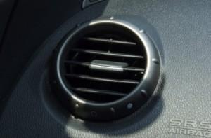 車のエアコンの送風口